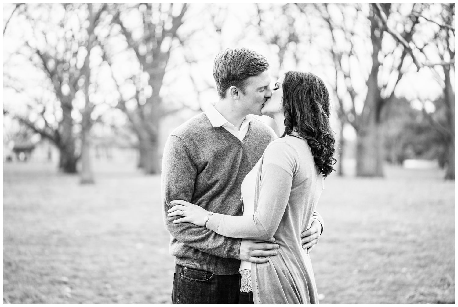 loose park kiss Kansas city engagement photography
