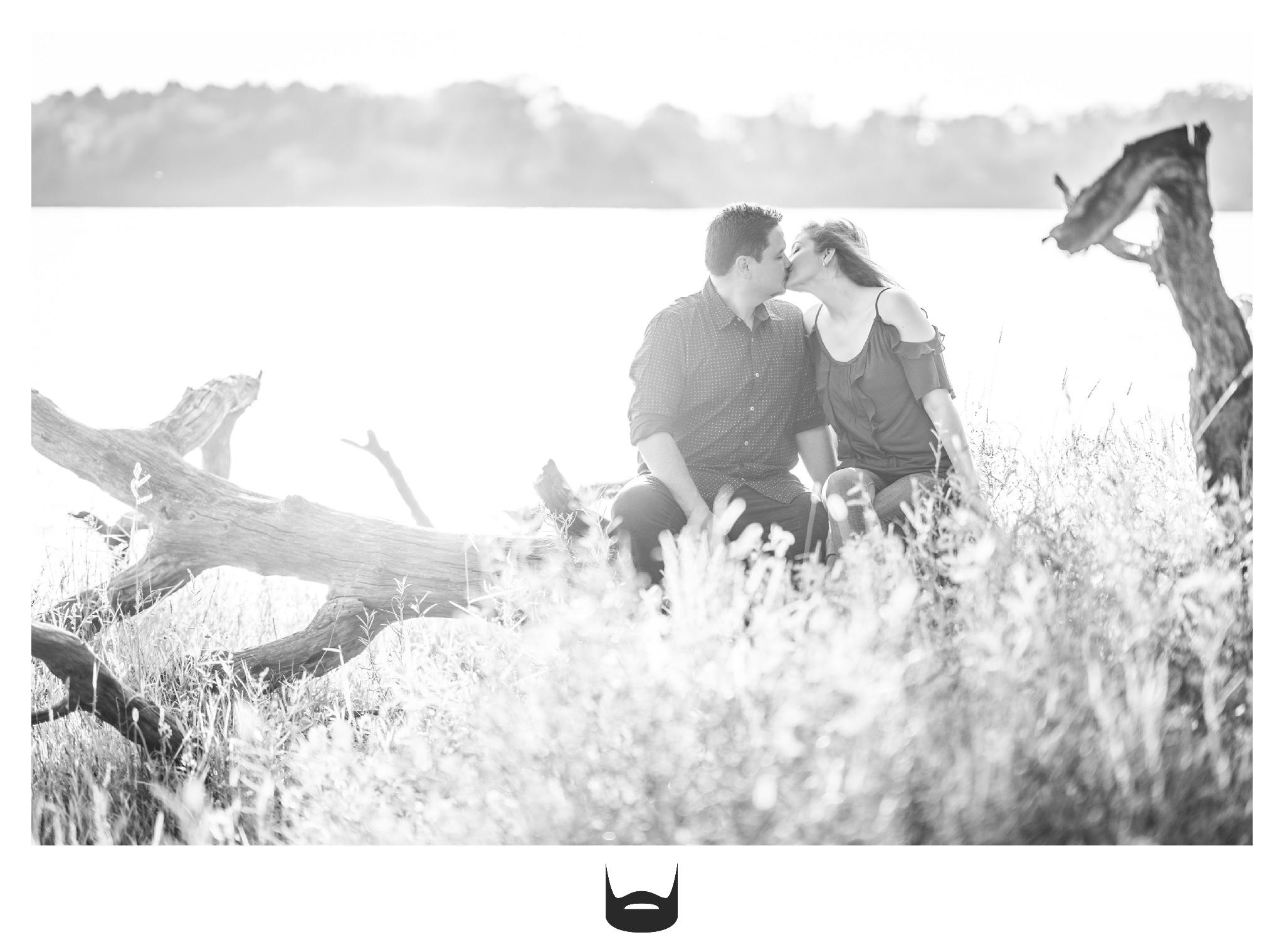 des moines engagement photography kissing