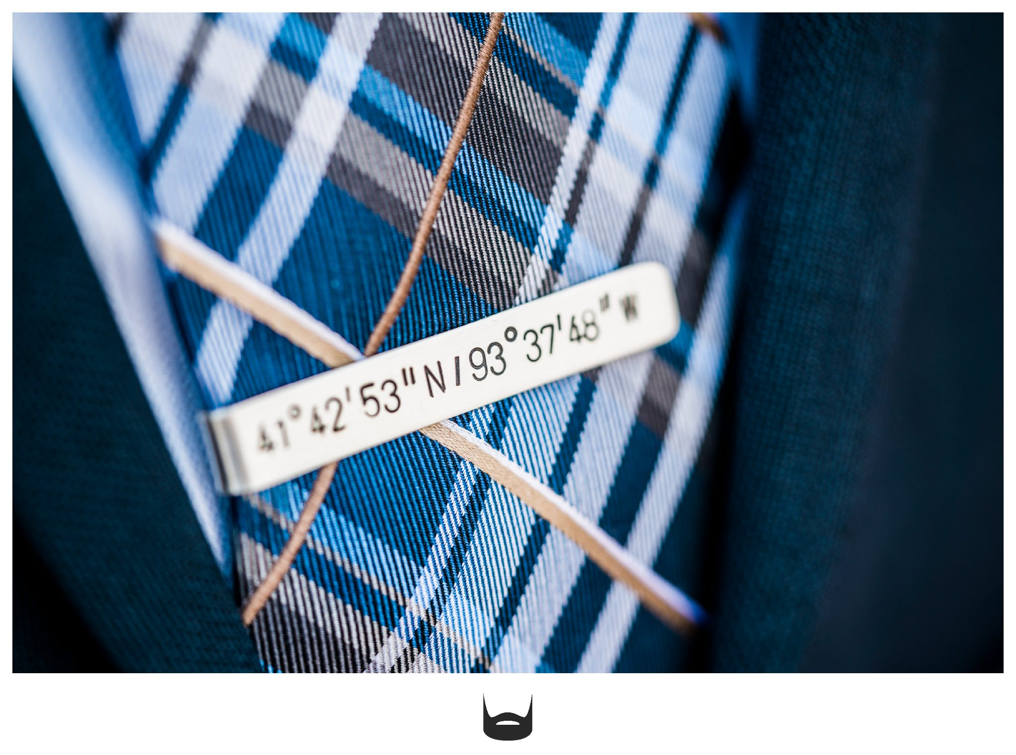 Des Moines Wedding Tie Clip Photography